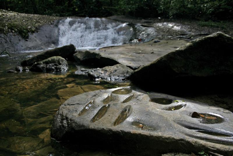 Polissoirs-amerindiens-Camp-Aya