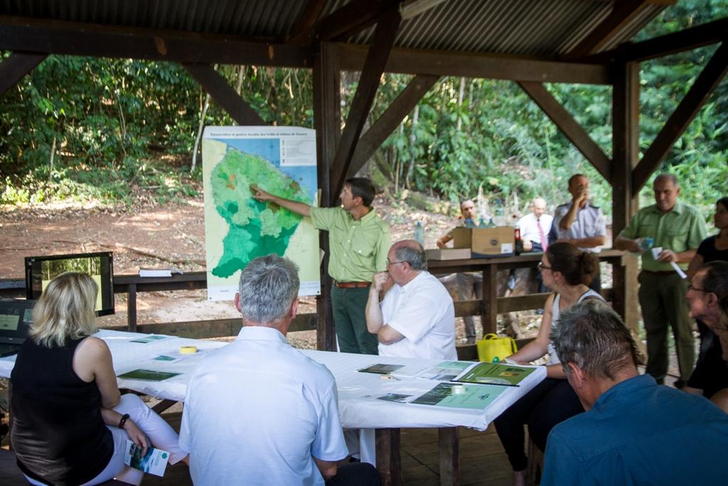 Rencontre de Mme Barbara Pompili à la DR ONF Guyane Photo Thibaut Foch